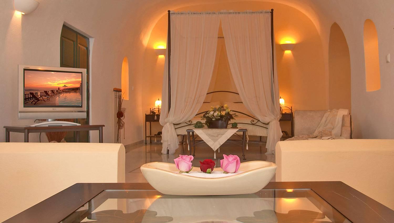 Honeymoon Suite with Hot Tub & Caldera View