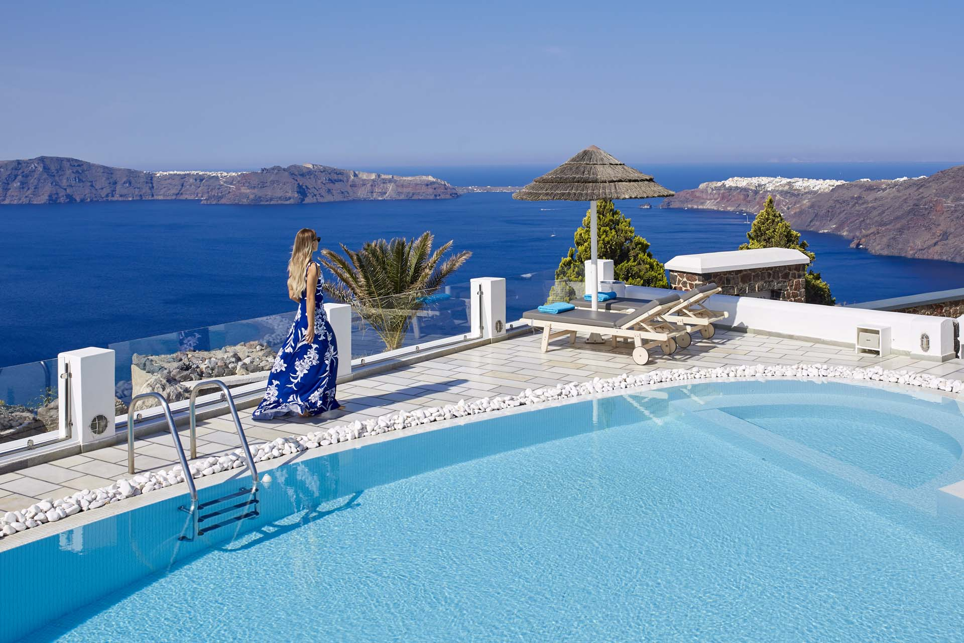 SWIMMING POOL | Santorini Princess Luxury Hotel