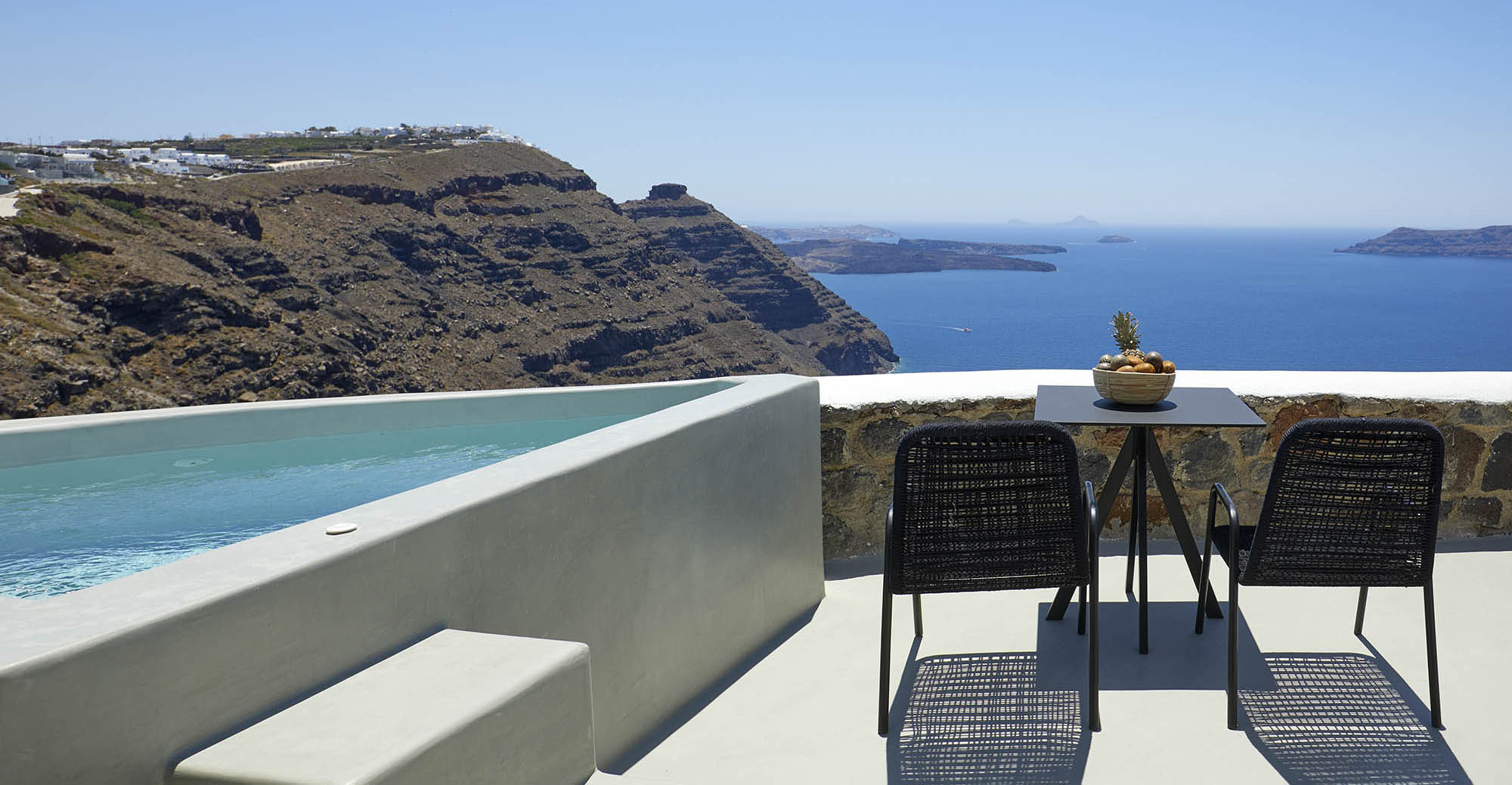 grand-honeymoon-villa-with-hot-tub-caldera-view